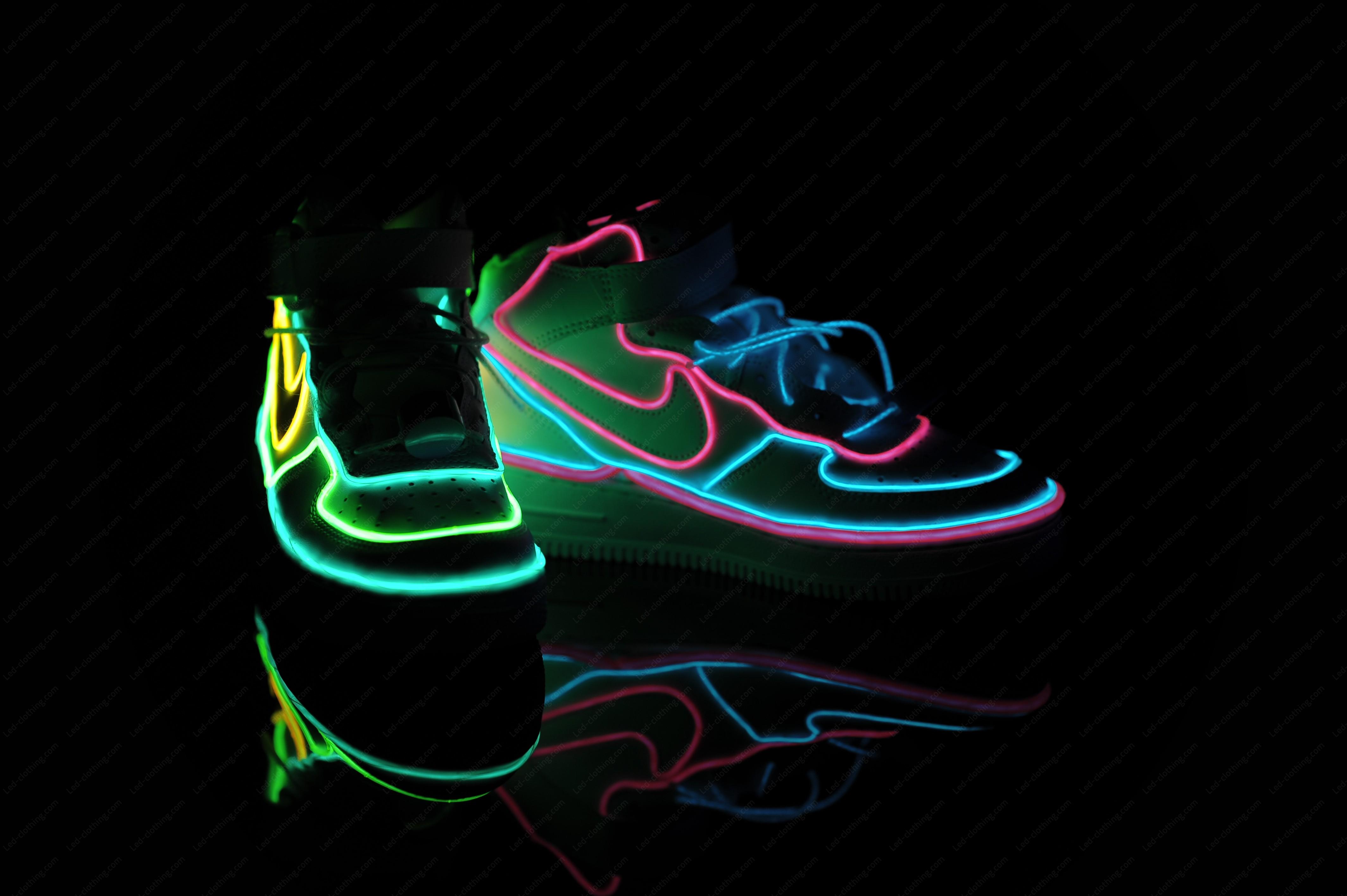 3194d6061de El wire light-up sneakers